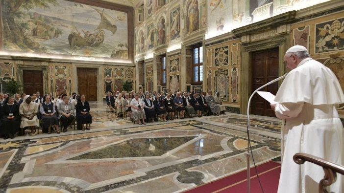 Paus berbicara kepada para suster Ursulin (Vatican Media)