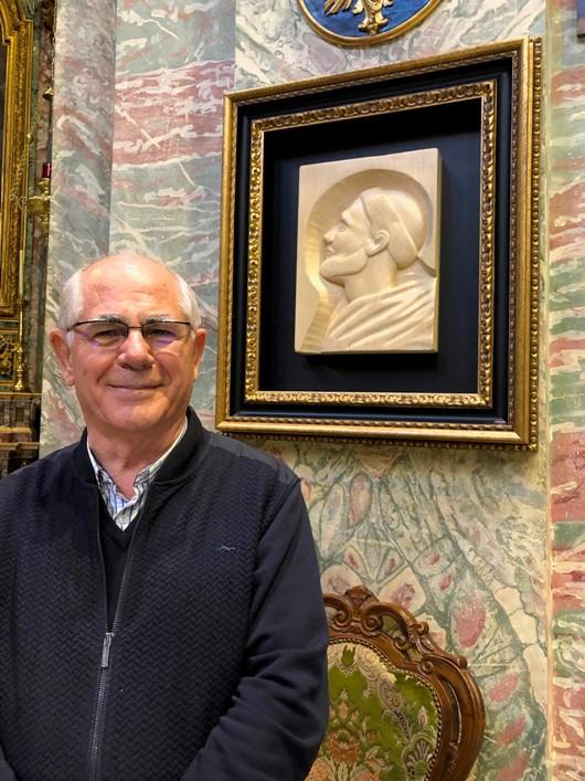 Pastor Felicísimo Martínez Díez OP pengukir wajah Santo Dominikus