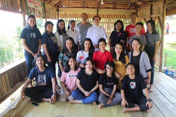 Ana-anak asrama Beata Imelda Pontianak dan penerima Beasiswa Dominikan dalam pembinaan di Sanggau (PEN@ Katolik/semz)