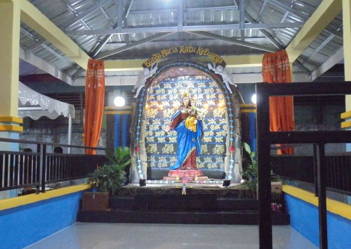 Gua Bunda Maria Ratu Keluarga di Maumere (PEN@ Katolik/yf)