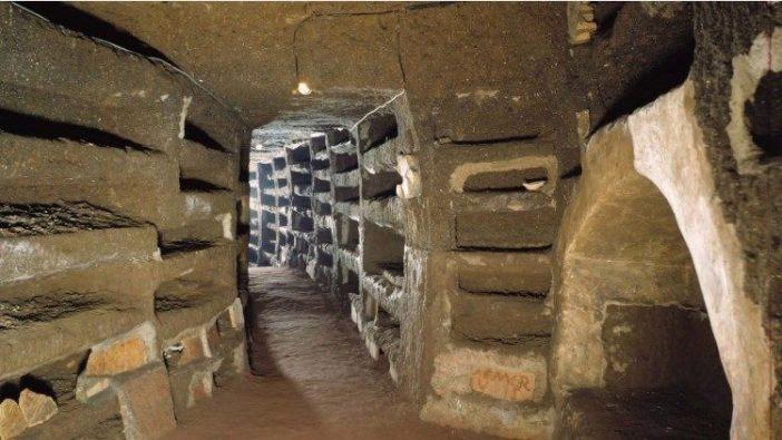 Foto arsip Katakombe Priskila, dengan makam yang belum dibuka