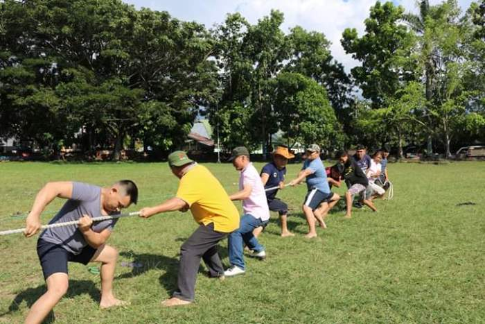 Lomba Tarik Tambang di Kotamobagu (PEN@ Katolik/ampcp)