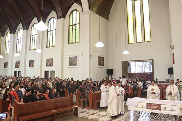 Misa Requiem Mgr Martinus Situmorang OFMCap di Katedral Bandung, (foto Ignatius Yunanto)
