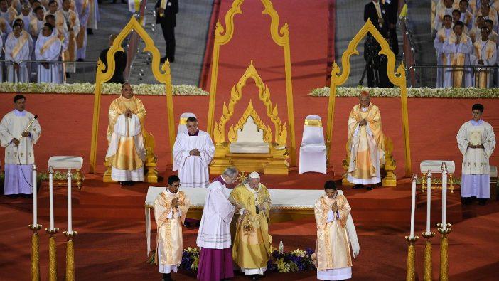Misa Paus di Thailand 4