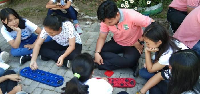 Permainan Tradisional dimainkan dalam Outdoor Classroom Day (PEN@ Katolik/ampcp)