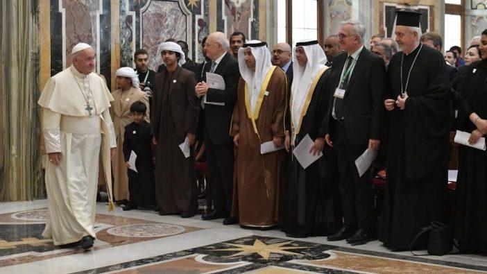 Paus Fransiskus bertemu peserta kongres internasional tentang Peningkatan Martabat Anak Digital (Vatican Media)
