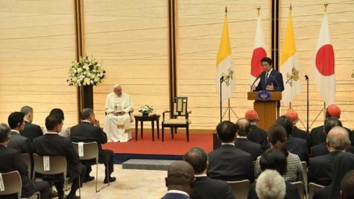 Paus bertemu ororitas dan masyarakat sipil