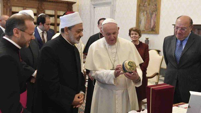 Paus dan menerima Imam Besar Ahmed Al Tayeb 2