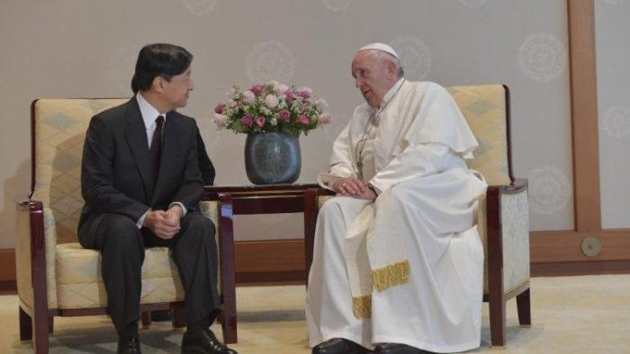 Paus bertemu Kaisar Jepang