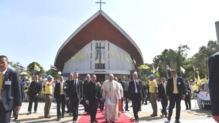 Paus bertemu dengan para imam, kaum religius, hidup bakti, freter, katekis di Gereja Santo Paulus Bangkok (Vatican Media)