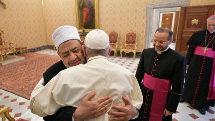Paus menerima Imam Besar Ahmed Al Tayeb