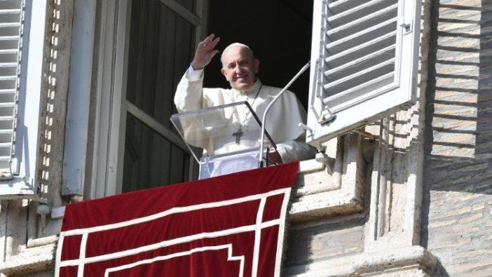 Paus saat Angelus di Hari Raya Semua Orang Kudus (Vatican Media)