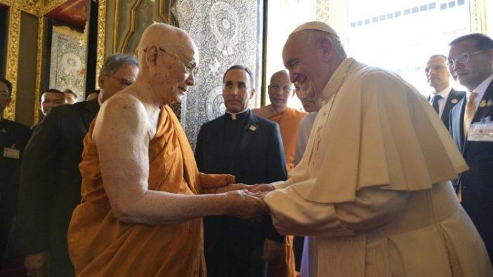 Paus Fransiskus bertemu Patriark Agung Buddha Thailand, Ariyavongsagatanana IX (Vatican Media)