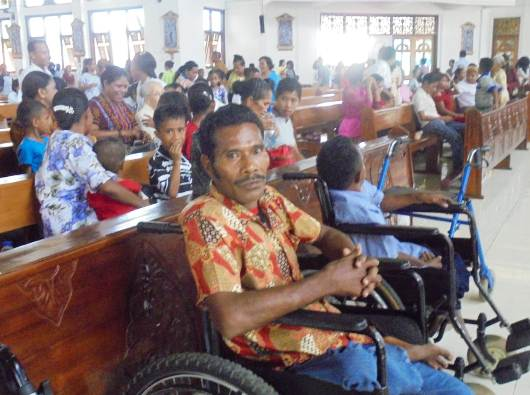 Kaum disabilitas merayakan Misa dan ramah tamah bersama Uskup Maumere (PEN@ Katolik/yf)