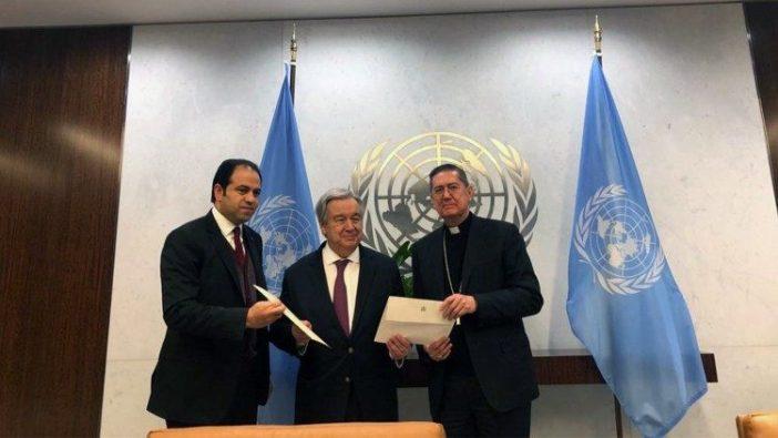 Kardinal Ayuso dan Hakim Muhammad Abd al-Salam bersama António Guterres, Sekjen PBB