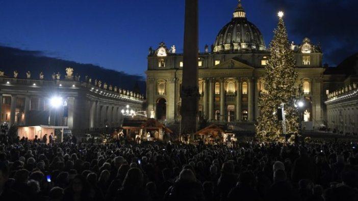 Kandang Natal dan Pohon Natal di Lapangan Santo Petrus (Vatican Media)