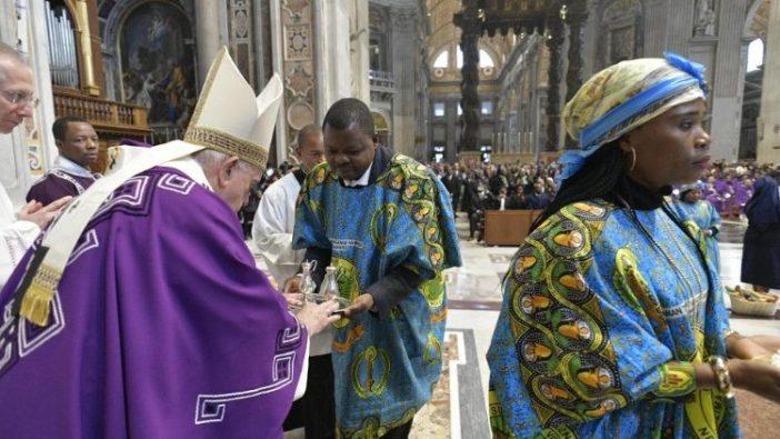 Paus Fransiskus merayakan Misa bersama Komunitas Kongo Roma (Vatican Media)