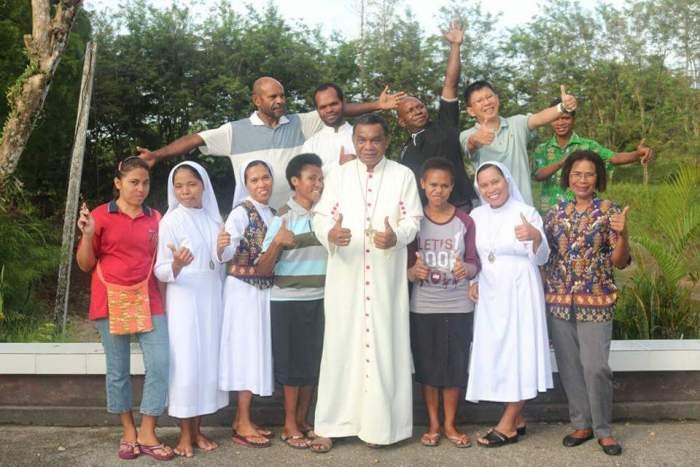 Mgr John Philip Saklil Bapak Tungku Api Kehidupan Pelopor Pemberdayaan Masyarakat