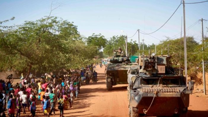 Tentara melakukan patroli di sebuah desa di Burkina Faso bagian utara (AFP)