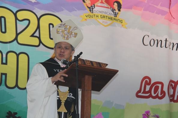 Mgr Antonius Subianto Bunjamin OSC memberi homili dalam Misa Pembukaan Dominican Youth Gathering 2020 (PEN@ Katolik/pcp)