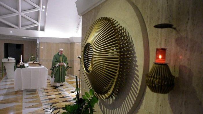 Paus dalam Misa di Casa Santa Marta (Vatican Media)
