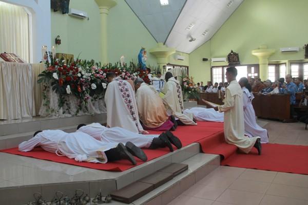 Pentahbisan imam dan diakon di Katedral Santo Fransiskus Xaverius Katederal, Jumat, 24 Januari 2020 (PEN@ Katolik/ym)