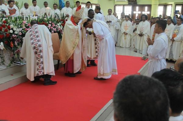 Prosesi pentahbisan imam dan diakon di Gereja Katedral Santo Fransiskus Xaverius Katederal, 24 januari 2020 (PEN@ Katolik/ym)