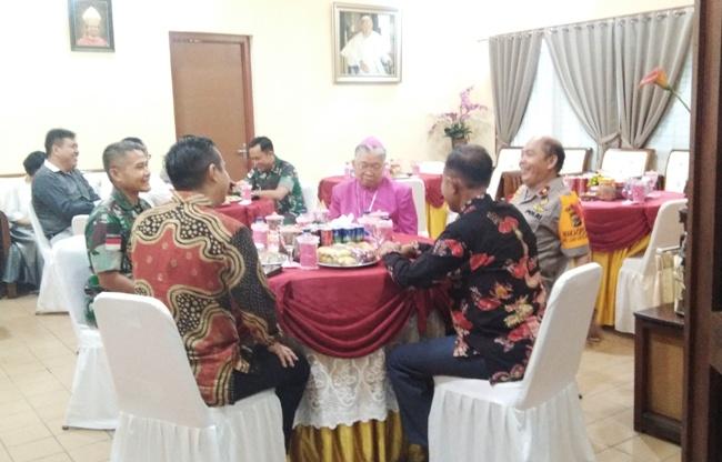 Open House bersama Mgr Mandagi (PEN@ Katolik/ym)