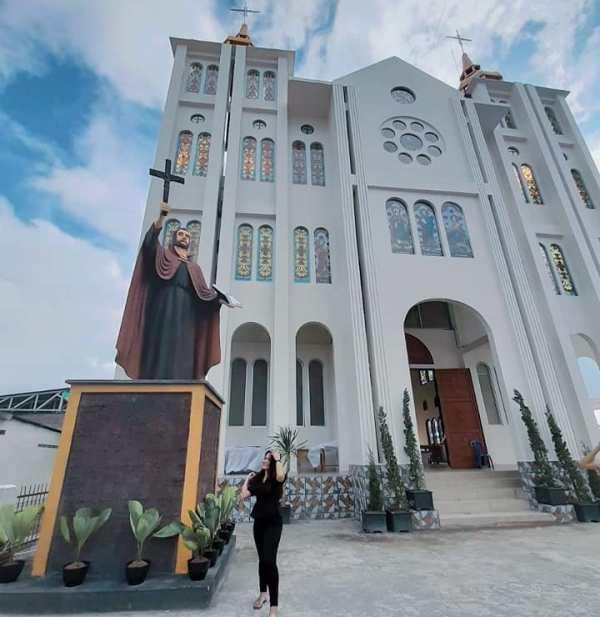 Gereja Katolik Stasi Maumbi (oto diambil dari Facebook Greja Katolik St Fransiskus Xaverius Maumbi)