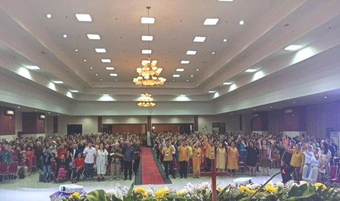 """Kawanua Katolik menyanyikan """"Rayuan Pulau Kelapa"""""""
