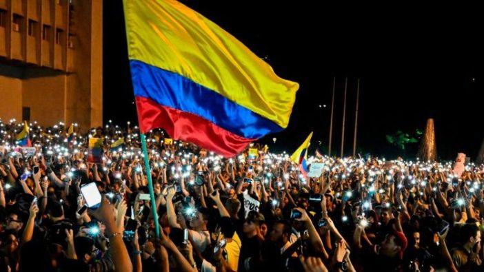 Kerumunan rakyat dalam aksi protes di Bogotà, Colombia  (AFP)