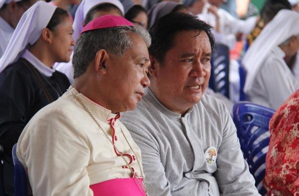 Uskup Agung Pontianak Mgr Agustinus Agus bersama Pimpinan Umum Bruder MTB se-Indonesia Bruder Rafael Donatus MTB (PEN@ Katolik/semz)