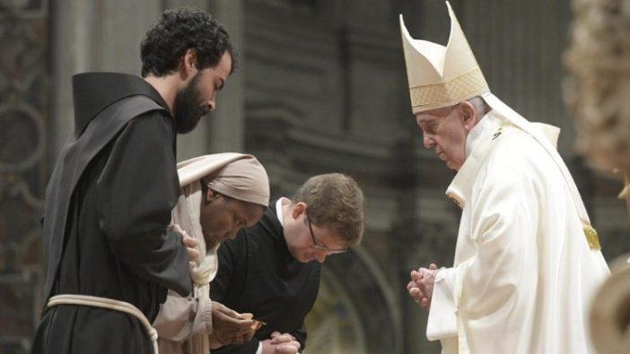 Paus Fransiskus memimpin Misa Vigili untuk Hari Hidup Bakti Sedunia (Vatican Media)