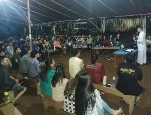 Peserta mendengarkan masukan dari Ketua Komkep Kusuma Pastor Hendro Kandowangko Pr (PEN@ Katolik/af)