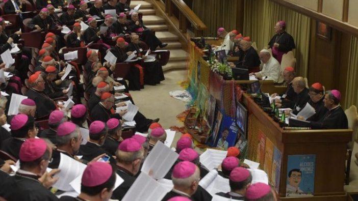 Para Uskup dalam pertemuan paling terakhir pada Sinode Para Uskup, Sidang Khusus untuk Wilayah Pan-Amazon