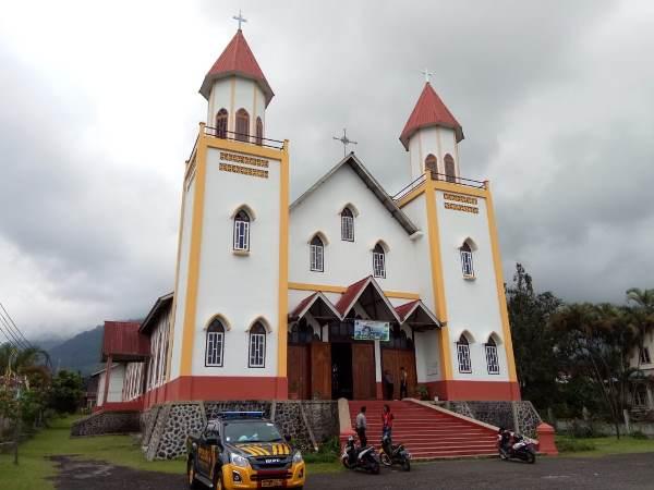 Katedral lama tempat perayaan Vesper Agung (PEN@ Karolik/pcp)