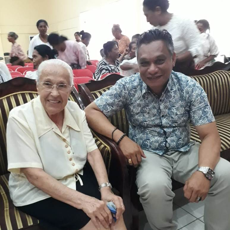 Mama Belgi bersama  Bupati Sikka Roby Idong (Dok Yayasan Natvitas Maumere)