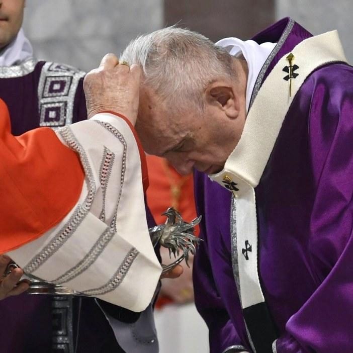 Semua foto ini diambil dari Instagram  Paus Fransiskus
