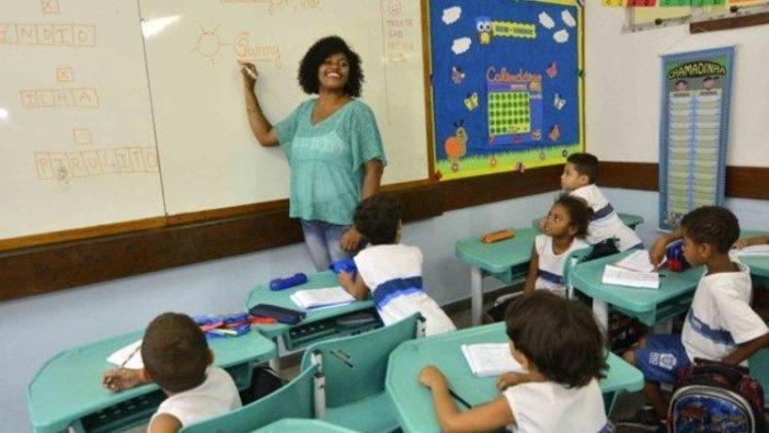 Anak-anak Afrika dalam kelas
