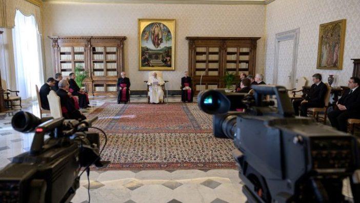 Audiensi Paus Fransiskus dari Perpustakan Istana Apostolik