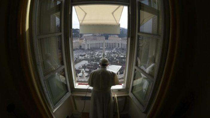 Paus Fransiskus saat Angelus - file photo (Vatican Media)