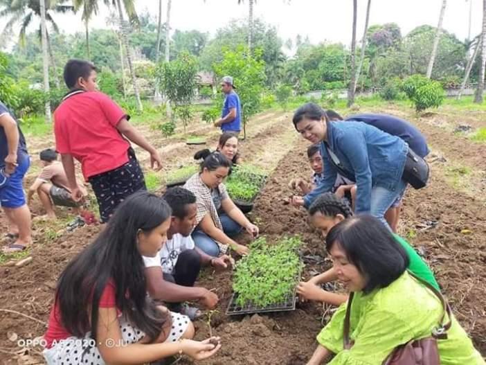 OMK belajar menanam (Dok Panitia)