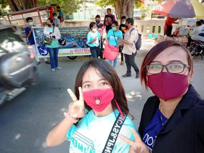 Pembagian masker di halaman UGD RS TC. Hillers Maumere (Dok Komunitas MMY)