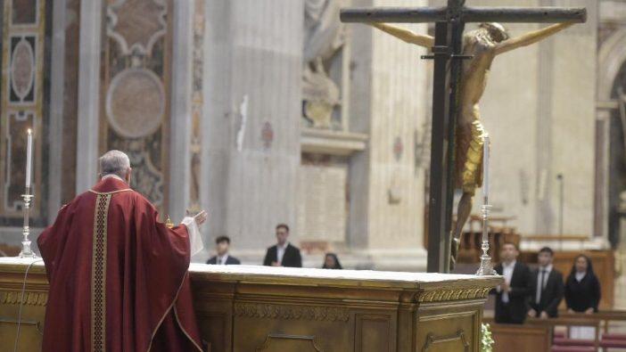 Paus Feransiskus dalam Jumat Agung 3