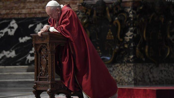 Paus Feransiskus dalam Jumat Agung