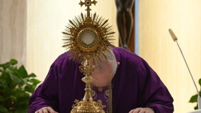 Paus Fransiskus dalam Misa di Casa Santa Marta 3 April 2020
