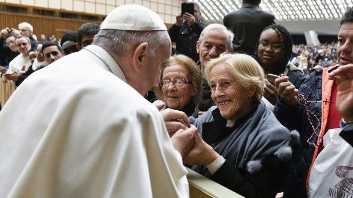 Paus salami para perempuan