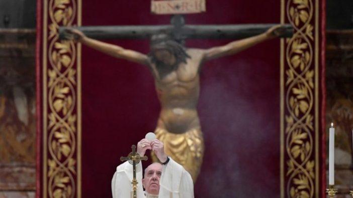 Paus Fransiskus merayakan Misa Perjamuan Tuhan di Basilika Santo Petrus (Vatican Media)