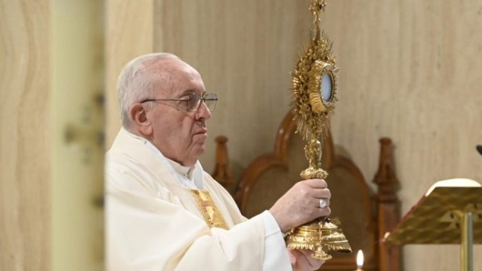 Paus Fransiskus dalam Misa harian di Casa Santa Marta (Vatican Media)