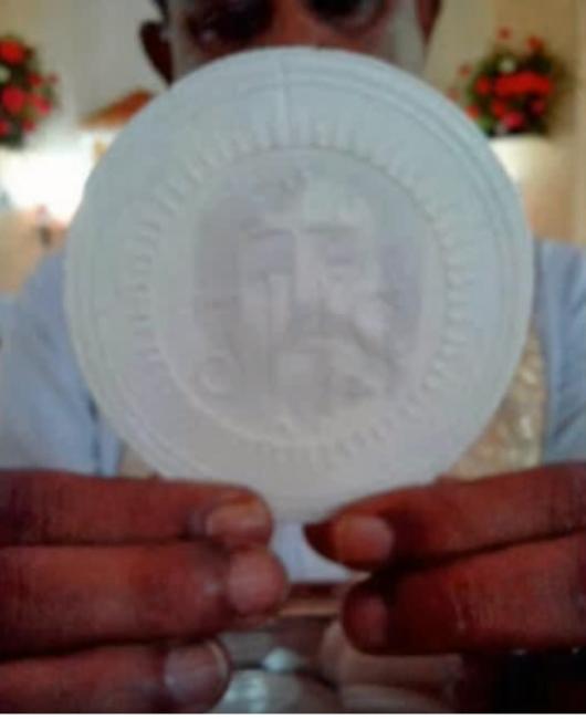 Mukjizat Ekaristi di India. Wajah Yesus di Vilakkannor, Chirattakonam, India (Sebastian Mathew Youtube)